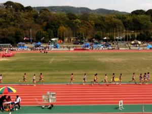 僕は長距離(5000m)を専門としていました。  高校時代は、三年間走っていました。  たまに1500mも走ったりもしましたが、基本長距離を走りました。