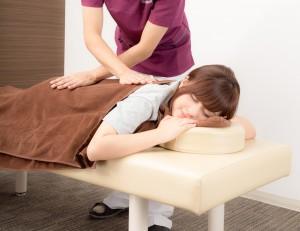 痩身鍼灸、くびれ鍼の施術は、三国ヶ丘鍼灸整骨院の一番奥にある  バリ風の専用個室で女性スタッフが行いますのでご安心ください